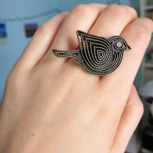 Antique style adjustable bird ring